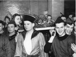 Photograph of students at a Boar's Head dinner