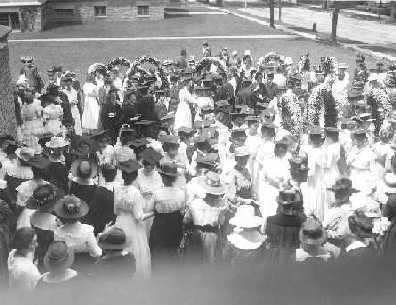 1910 Daisy Chain, on Moving-Up day at the College for Women